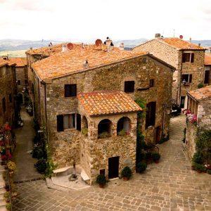 Montemerano, il borgo medievale a forma di cuore